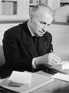 georges-bataille-in-his-study